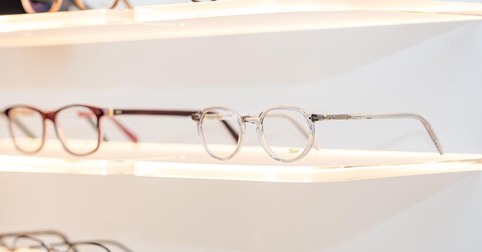 Charakteristisch für die Acetatlinien der Brillen von Lunor ist das Lunor Nietscharnier